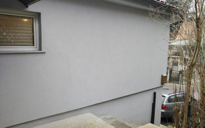 KUSTOŠIJA – kuća sa terasom i garažom, 65 m2