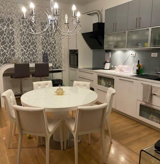 KREŠIMIROV TRG – potpuno adaptirani i uređeni stan, 4.kat, 80m2