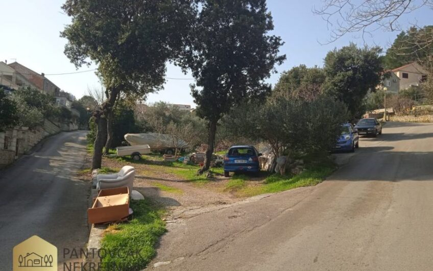 KORČULA – građevinsko zemljište uz more, 2.900 m2