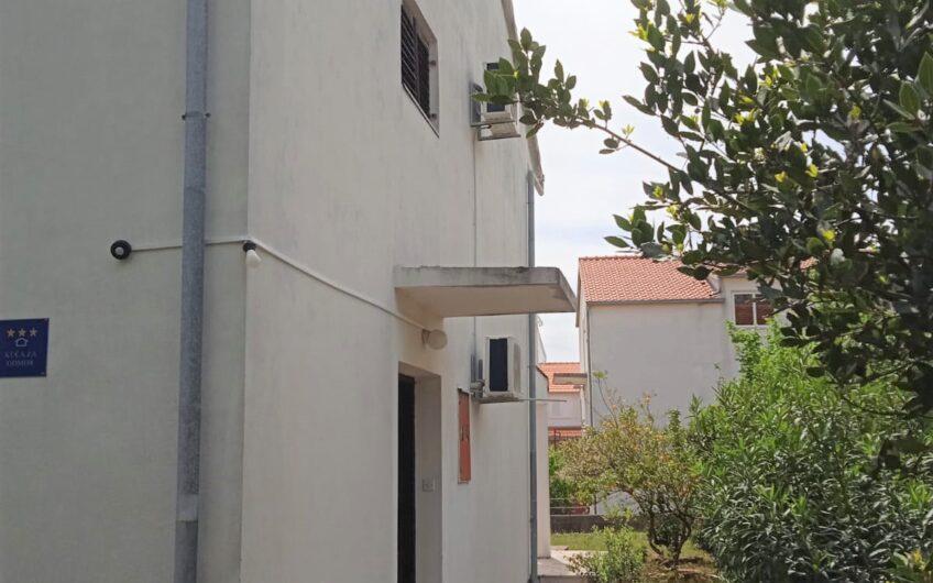 OREBIĆ – dvojna kuća sa okućnicom, 130 m2