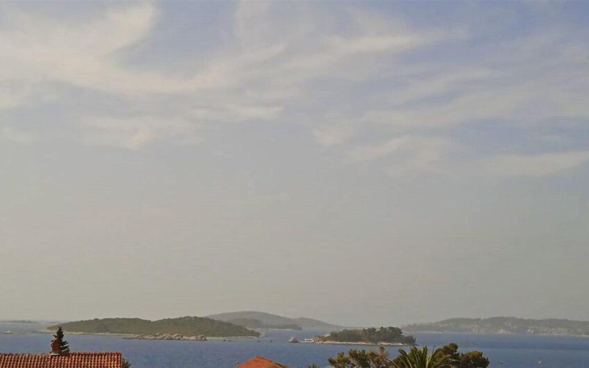 OREBIĆ – kuća s 3 stana 230m2 + građevinska parcela 410m2, pogled na more
