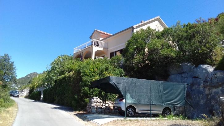 BANJA – kuća sa okućnicom, 200m2
